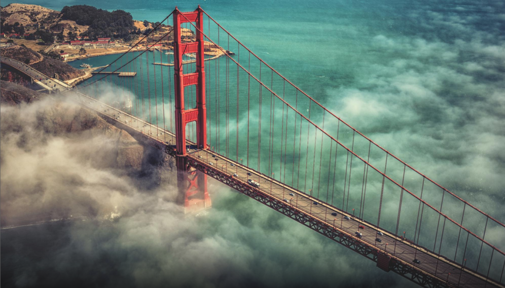 Golden gate from above, källa: https://www.tripadvisor.se/Attraction_Review-g60713-d104675-Reviews-Golden_Gate_Bridge-San_Francisco_California.html#photos